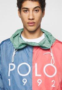 Polo Ralph Lauren - COLOR BLOCK - Windbreaker - green/blue - 4
