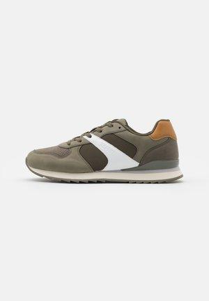AMBRO  - Sneakersy niskie - leaf green