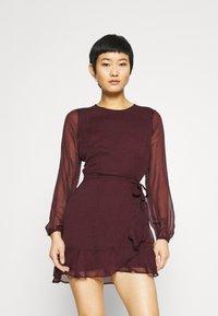 Abercrombie & Fitch - WRAP DRESS - Cocktail dress / Party dress - burgundy - 0