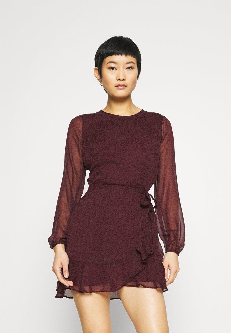 Abercrombie & Fitch - WRAP DRESS - Cocktail dress / Party dress - burgundy
