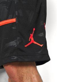 Jordan - JUMPMAN CAMO SHORT - Sports shorts - black/infrared - 5