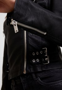 New Look - DONNA CROPPED JACKET - Faux leather jacket - black - 5
