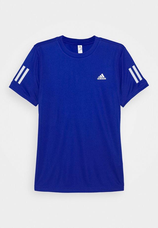 CLUB TEE - T-shirt med print - royblue/white