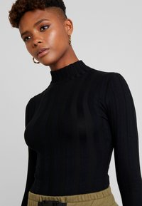Missguided - EXTREME HIGH NECK - Long sleeved top - black - 4