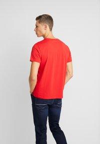 GANT - LOCK UP  - T-shirt med print - bright red - 2