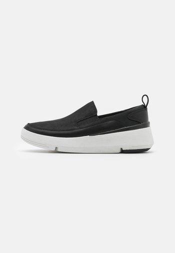 TRI FLASH STEP - Sneakers - black