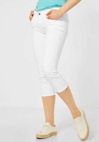 Street One - CASUAL FIT IN 3/4 - Denim shorts - weiß - 0