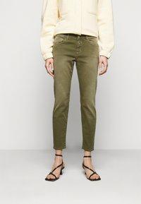 CLOSED - BAKER - Jean slim - green umber - 0