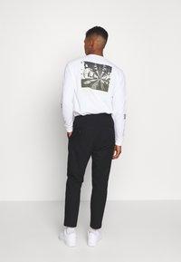 Weekday - THRILLER - Kalhoty - black - 2