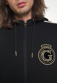 Glorious Gangsta - RAYLOW HOOD - Zip-up sweatshirt - jet black/gold - 6