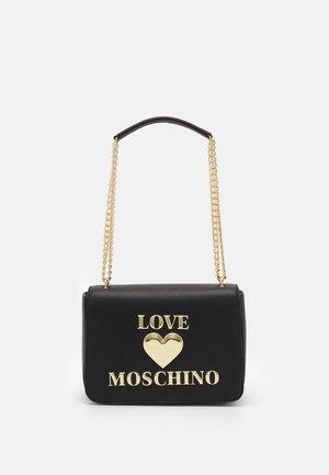 HEART LOGO CHAIN SHOULDER BAG - Handbag - nero