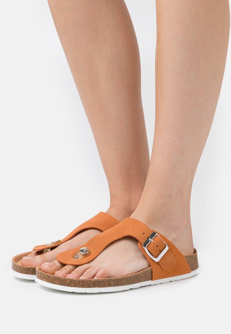 Esprit - MOLLY THONG - Sandaler m/ tåsplit - rust orange