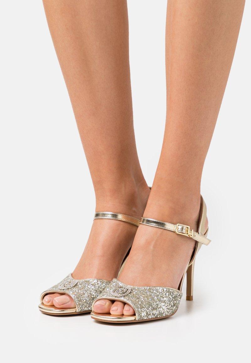 Liu Jo Jeans - APRIL GLITTER METALLIC  - Sandaler - silver/light gold