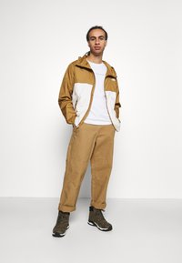 The North Face - CYCLONE JACKET UTILITY - Outdoorjas - brown/off-white - 1