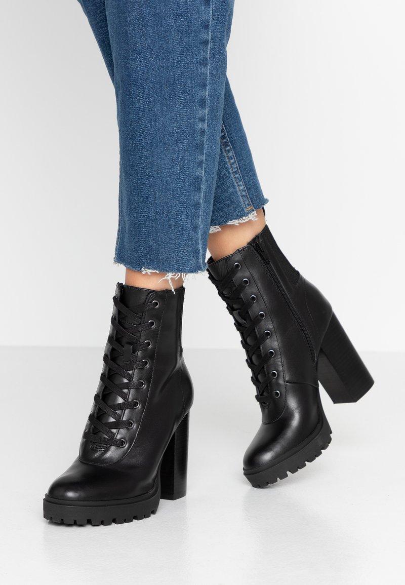 Steve Madden - LATCH - Kotníková obuv na vysokém podpatku - black