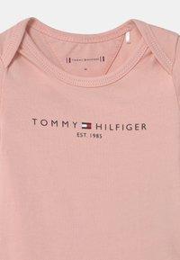 Tommy Hilfiger - BABY GIFTBOX 3 PACK UNISEX - Geboortegeschenk - pink - 3