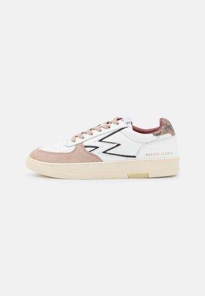 MASTERLEGACY - Sneakers laag - white/rock