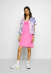 Neuw - ACID HOUSE - Button-down blouse - flamingo blue - 1