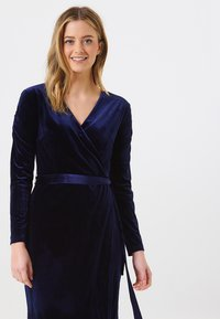 Sugarhill Brighton - WRAP DRESS BRONWYN RUCHED DETAIL - Day dress - navy - 2