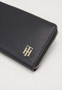 Tommy Hilfiger - SAFFIANO LARGE - Wallet - black