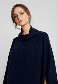 Benetton - MIX CABLE PONCHO - Cape - navy - 3