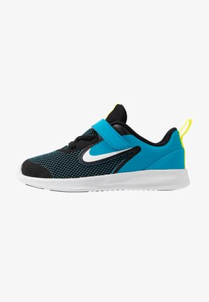 DOWNSHIFTER - Zapatillas de running neutras - black/white/laser blue/lemon