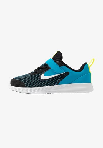 DOWNSHIFTER - Zapatillas de running neutras - black/white/laser blue/lemon