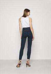 Missguided - VICE HIGHWAISTED SLASH KNEE - Jeans Skinny Fit - indigo - 2