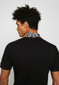 Versace Jeans Couture - BAROQUE COLLAR POLO - Poloshirt - black - 3