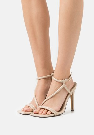 SHAW - Sandály - nude