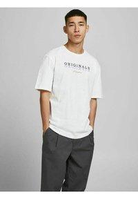 Jack & Jones - Print T-shirt - cloud dancer - 0