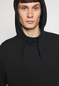 Hollister Co. - TONAL BOX  - Hoodie - black - 3