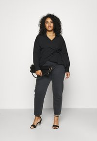 NU-IN - HIGH RISE TAPERED MOM - Relaxed fit jeans - black - 1