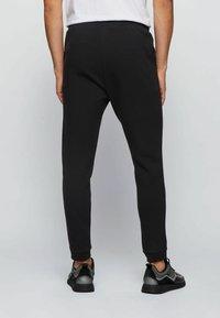 BOSS - Pantalon de survêtement - black - 2