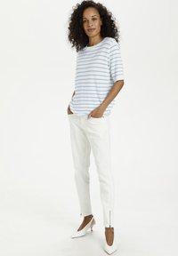Kaffe - Print T-shirt - chalk chambray blue stripes - 1