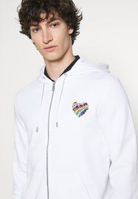 Michael Kors - HOODIE HEART PATCH - Zip-up sweatshirt - white - 4