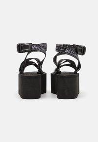 MOSCHINO - Korkeakorkoiset sandaalit - nero - 3