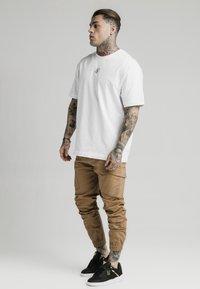 SIKSILK - ELASTIC CUFF PANT - Pantaloni cargo - beige - 1