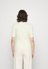 Selected Femme - SLFANNA CREW NECK TEE - Print T-shirt - young wheat/snow white - 2