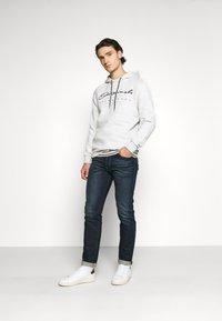 Jack & Jones - JORMARIUSS HOOD/SWEAT  - Sweatshirt - white melange - 1