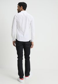 Tommy Jeans - ORIGINAL STRETCH SLIM FIT - Shirt - classic white - 2