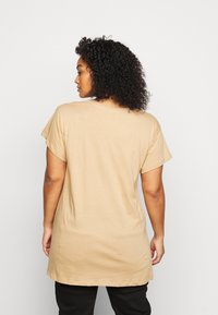 New Look Curves - LOS ANGELES - Print T-shirt - camel - 2