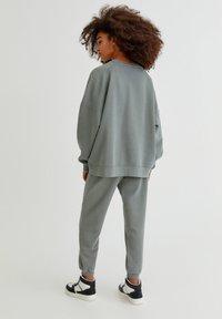 PULL&BEAR - FARBEN - Sweatshirt - green - 2