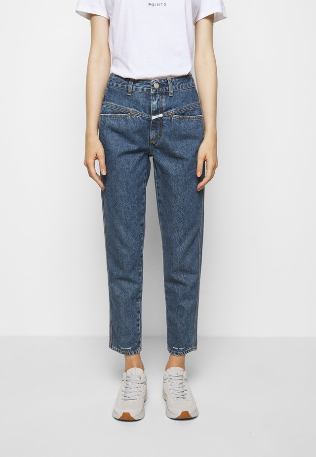 PEDAL PUSHER - Slim fit jeans - mid blue wash