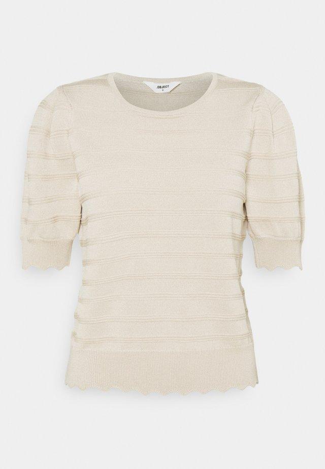 OBJSAVA - T-shirts - sandshell