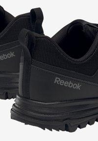 Reebok - REEBOK SAWCUT MOTION SHOES - Neutrale løbesko - black - 6