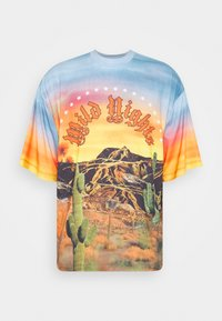 WILD NIGHTS DESERT  - Print T-shirt - multicoloured