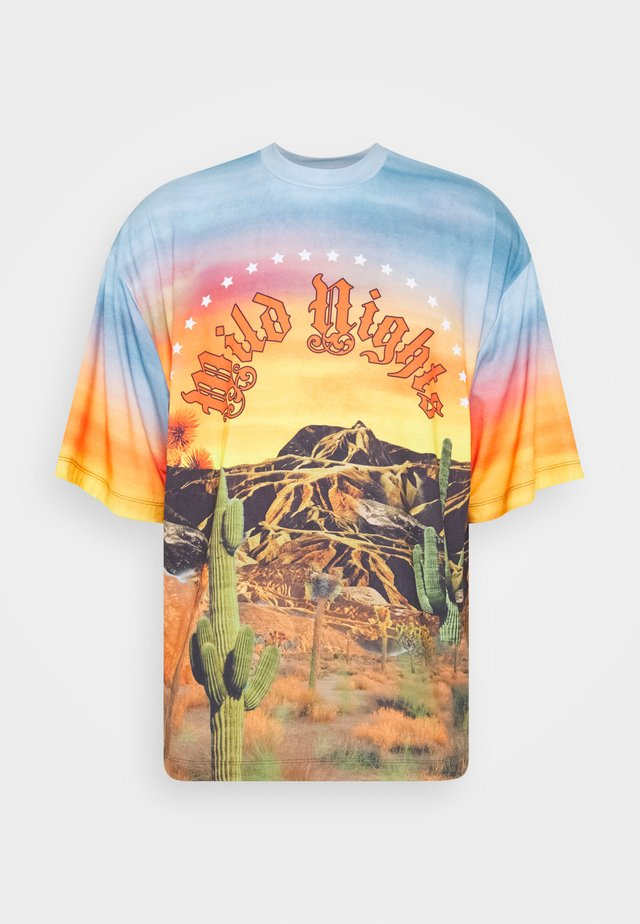 WILD NIGHTS DESERT  - T-shirts med print - multicoloured