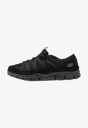 STROLLING - Sneakers - black