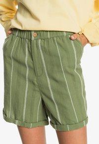 Roxy - DIAMOND GLOW - Shorts - vineyard green - 0